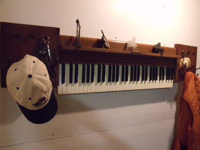 piano-coatrack1